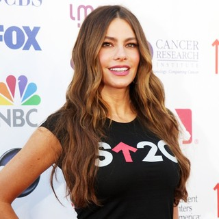 Sofia Vergara in Stand Up To Cancer 2012 - Arrivals
