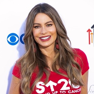 Sofia Vergara in Stand Up To Cancer 2018