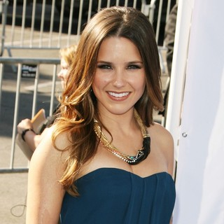 Sophia Bush in 2011 Do Something Awards - Arrivals