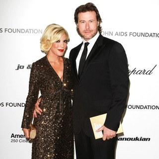 Tori Spelling, Dean McDermott in 19th Annual Elton John AIDS Foundation Academy Awards Viewing Party - Arrivals