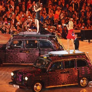 Victoria Adams, Geri Halliwell, Spice Girls in London 2012 Olympic Games - Closing Ceremony