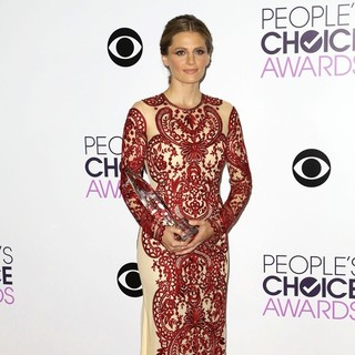 Stana Katic in The 40th Annual People's Choice Awards - Press Room