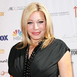 Taylor Dayne in 2010 Stand Up To Cancer - Arrivals