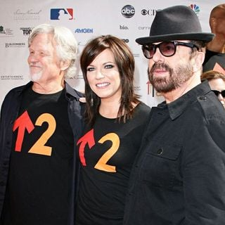 Kris Kristofferson, Martina McBride, Dave Stewart in 2010 Stand Up To Cancer - Arrivals