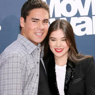Griffin Steinfeld, Hailee Steinfeld in 2011 MTV Movie Awards - Arrivals