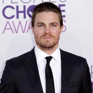Stephen Amell in People's Choice Awards 2013 - Red Carpet Arrivals