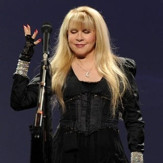 Stevie Nicks in Stevie Nicks Performing Live in Concert