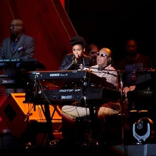 Janelle Monae, Stevie Wonder in 2013 Global Citizen Festival