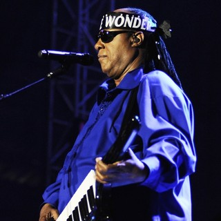 Stevie Wonder Performing Live - stevie-wonder-performing-live-19
