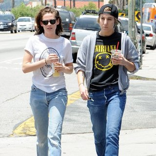 Kristen Stewart and Alicia Cargile Take A Long Stroll Back