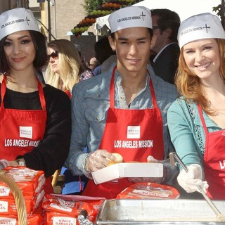 Fivel Stewart, BooBoo Stewart, Sarah Drew in The Los Angeles Mission's Thanksgiving for Skid Row Homeless