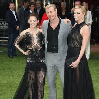 Kristen Stewart, Chris Hemsworth, Charlize Theron in World Premiere of Snow White and the Huntsman - Arrivals