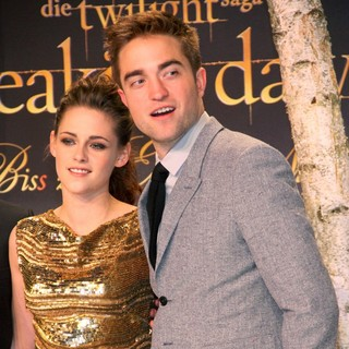 Kristen Stewart, Robert Pattinson in Twilight Saga Breaking Dawn - Biss zum Ende der Nacht Teil 2 Premiere