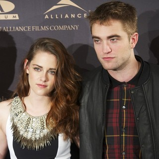 Kristen Stewart, Robert Pattinson in The Twilight Saga's Breaking Dawn Part II - Photocall