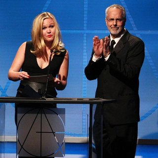 Julia Stiles in 18th Annual Art Directors Guild Excellence in Production Design Awards - Show - stiles-avnet-18th-annual-adg-awards-show-03