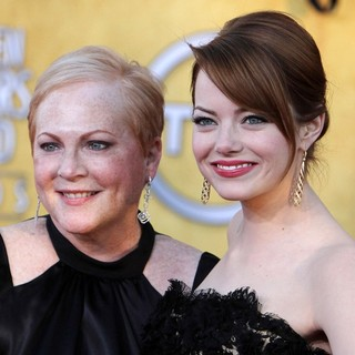 Krista Stone, Emma Stone in The 18th Annual Screen Actors Guild Awards - Arrivals