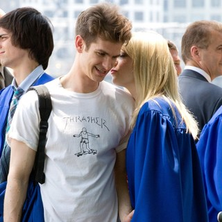 Andrew Garfield, Emma Stone in Kissing Scene on The Set of The Amazing Spider-Man 2