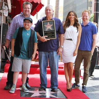 Eric Stonestreet, Rico Rodriguez, Ed O'Neill, Sofia Vergara, Jesse Tyler Ferguson in Ed O'Neill Is Honoured with A Star on The Hollywood Walk of Fame