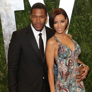 Michael Strahan, Nicole Murphy in 2013 Vanity Fair Oscar Party - Arrivals