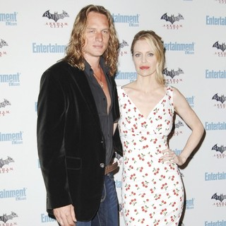 Abri van Straten, Kristin Bauer in Comic Con 2011 Day 3 - Entertainment Weekly Party - Arrivals