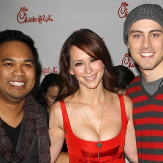 Manny Streetz, Jennifer Love Hewitt in 102.7 KIIS FM's Jingle Ball 2011 - Gifting Lounge