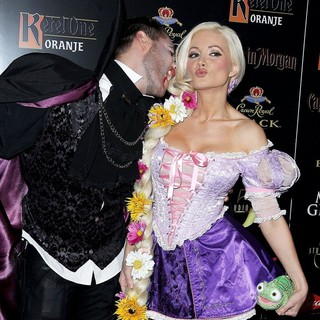 Josh Strickland, Holly Madison in The 3rd Annual Hollyween - Arrivals
