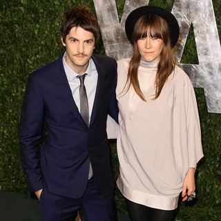 Jim Sturgess, Mickey O'Brien in 2012 Vanity Fair Oscar Party - Arrivals