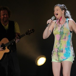 Sugarland - Sugarland Perform During The In Your Hands Tour