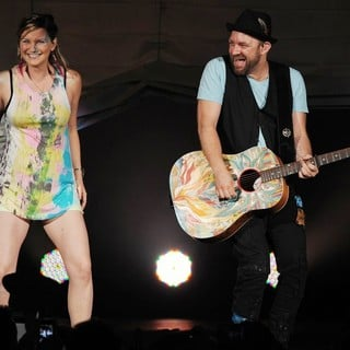 Sugarland in Sugarland Perform During The In Your Hands Tour