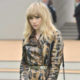 Suki Waterhouse in Burberry Prorsum Menswear Spring-Summer - Arrivals
