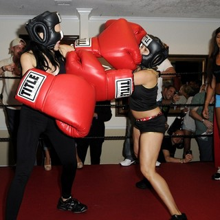 Nadya Suleman, Cassandra Andersen in Big Bang Celebrity Boxing Match