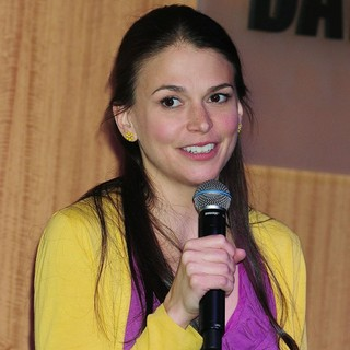 Sutton Foster in Sutton Foster Promotes Her CD An Evening with Sutton Foster Live at The Cafe Carlyle