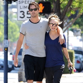 Ryan Sweeting, Kaley Cuoco in Kaley Cuoco Strolling with Ryan Sweeting