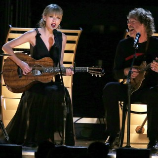 Taylor Swift, Sam Bush in 47th Annual CMA Awards - Show