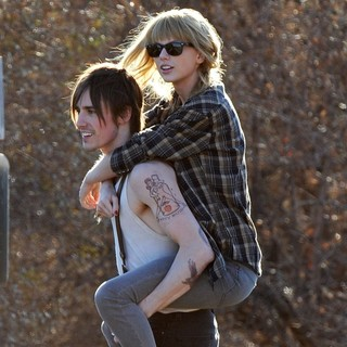 Reeve Carney, Taylor Swift in The Second Day of Filming Music Video I Knew You Were Trouble