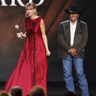 Taylor Swift, George Strait in 47th Annual CMA Awards - Show