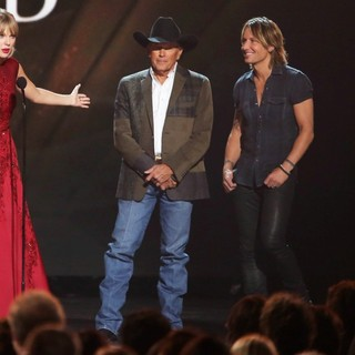 Taylor Swift, George Strait, Keith Urban, Brad Paisley in 47th Annual CMA Awards - Show