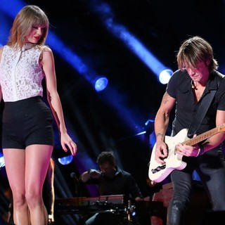 Taylor Swift - The 2013 CMA Music Festival - Day 1