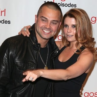 Nick Swisher, Joanna Garcia in Gossip Girl Celebrates 100 Episodes