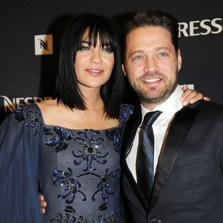 Jessica Szohr, Jason Priestley in The 39th International Emmy Awards