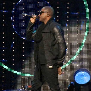 Taio Cruz in 102.7 KIIS FM's Jingle Ball 2011 - Show