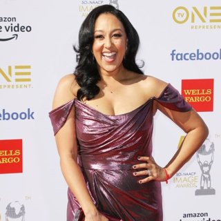 Tamera Mowry in 50th NAACP Image Awards - Arrivals
