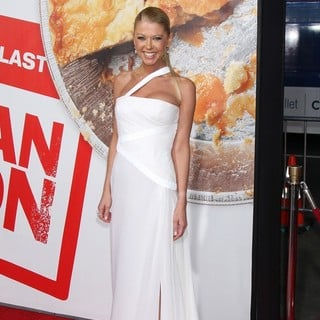Tara Reid in American Reunion Los Angeles Premiere - Arrivals