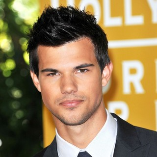 Taylor Lautner in The 2011 Hollywood Foreign Press Association Luncheon - Arrivals