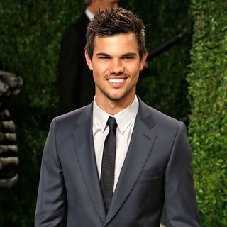 Taylor Lautner in 2013 Vanity Fair Oscar Party - Arrivals