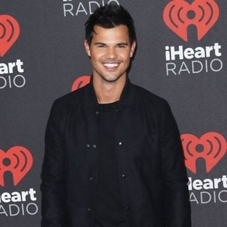 Taylor Lautner in 2016 iHeartRadio Music Festival - Arrivals