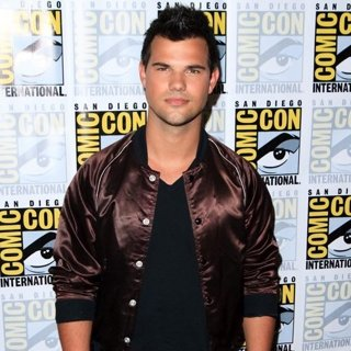Taylor Lautner in Comic-Con International 2016: San Diego - Scream Queens - Photocall