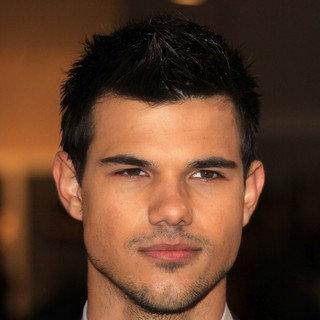 The Twilight Saga's Breaking Dawn Part I UK Film Premiere - Arrivals - taylor-lautner-uk-premiere-breaking-dawn-1-01