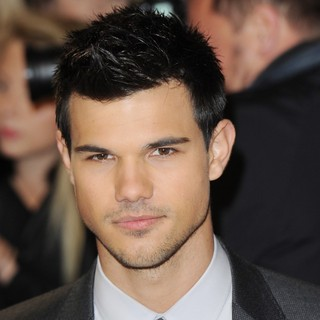 The Twilight Saga's Breaking Dawn Part I UK Film Premiere - Arrivals - taylor-lautner-uk-premiere-breaking-dawn-1-02