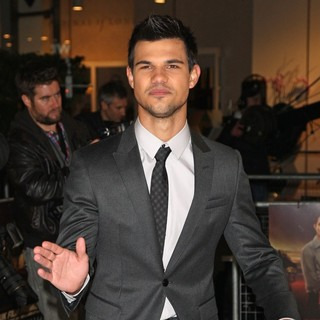 The Twilight Saga's Breaking Dawn Part I UK Film Premiere - Arrivals - taylor-lautner-uk-premiere-breaking-dawn-1-03